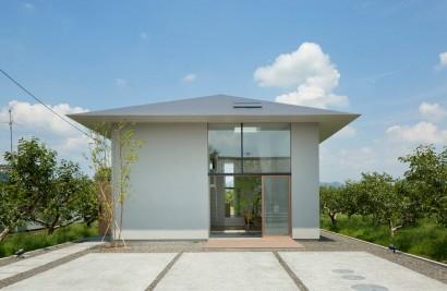 Fachada de casa moderna estilo japonés