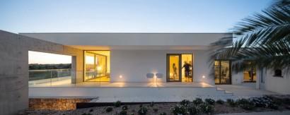 Fachada de perfil de casa moderna