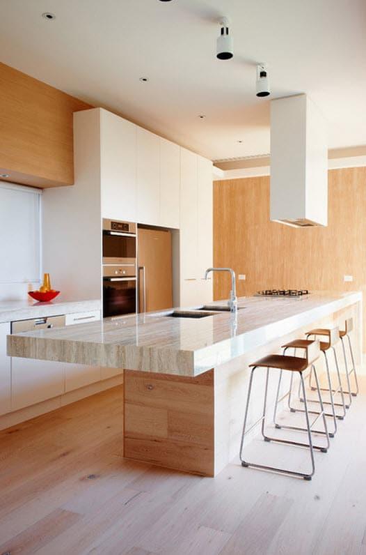 Moderna cocina de madera y encimera de marmol construye - Disenos en marmol ...