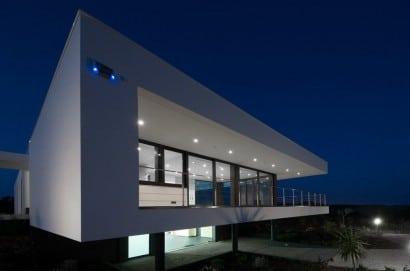 Perspectiva de casa construida en desnivel