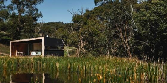 Casa pequeña de campo cuadrada