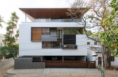 Diseño de casa de tres pisos con sótano moderna