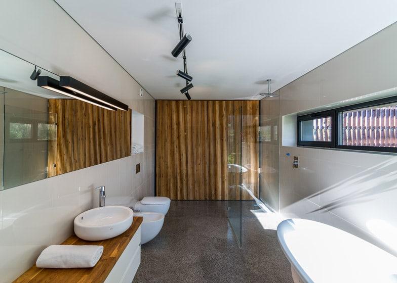 Dise o de casa de campo de piedra y madera construye hogar - Fotos banos modernos para casa ...