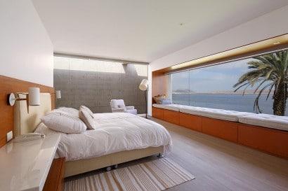 Diseño de dormitorio con vista al mar