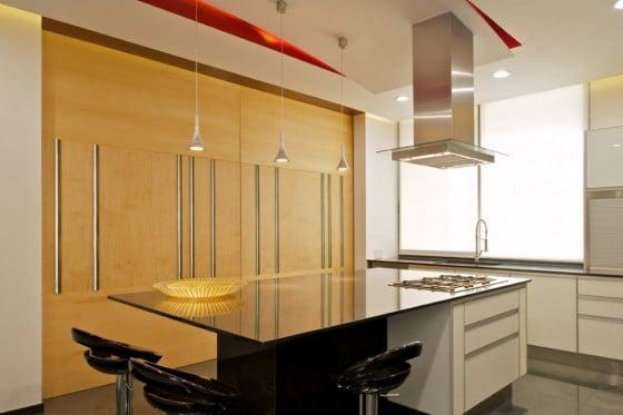Diseño de moderna cocina con isla de encimera brillante