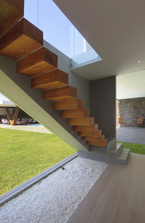 Fachadas de casa moderna de dos plantas construye hogar for Imagenes escaleras modernas