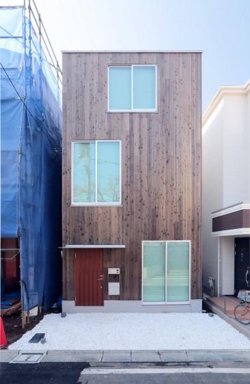 Fachada de casa prefabricada de tres pisos
