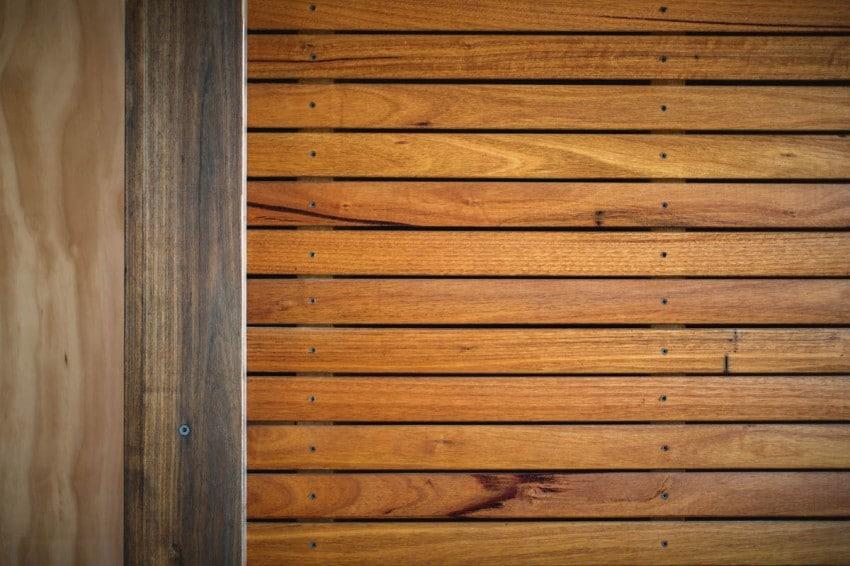 Muro de varillas de madera colocadas de forma horizontal - Muro de madera ...