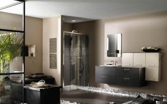 Decoración de cuarto de baño elegante y natural