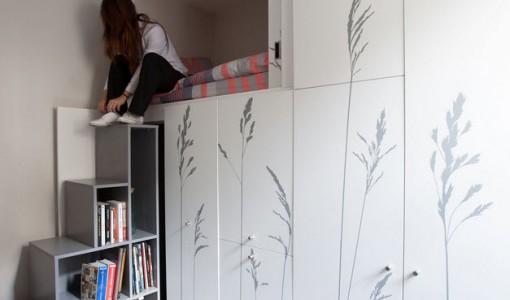 Diseño de armario con escaleras para pequeño apartamento