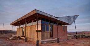 proyecto de pequea casa de arcilla y madera con moderno diseo de techo tipo sombrero