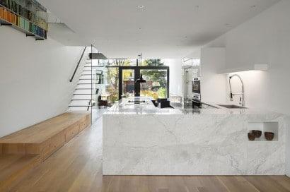 Diseño de cocina con muebles blancos