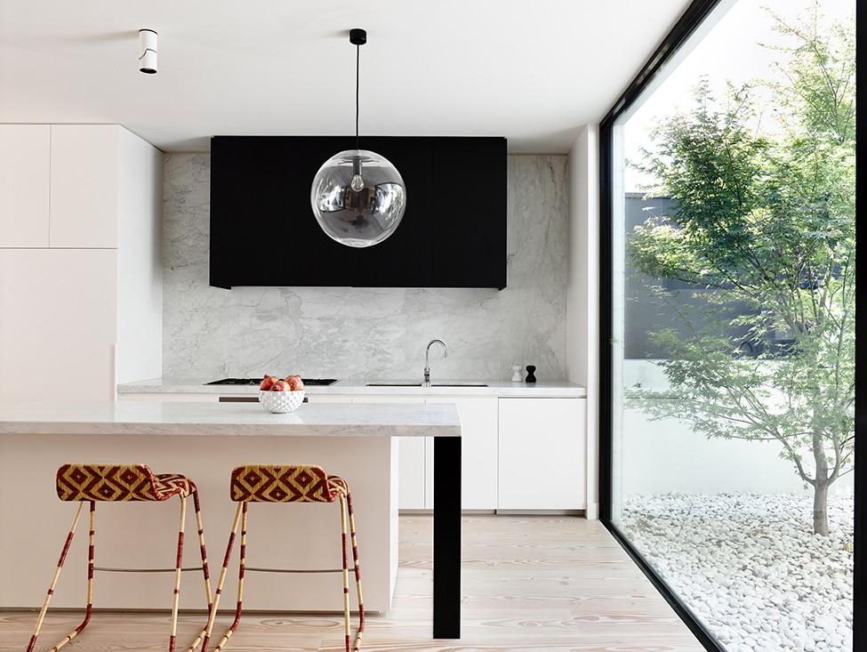Dise o de casa de dos plantas peque a construye hogar for Cocinas pequenas con isla