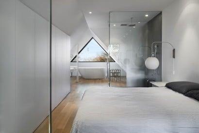 Diseño de dormitorio con cuartode baño y tina