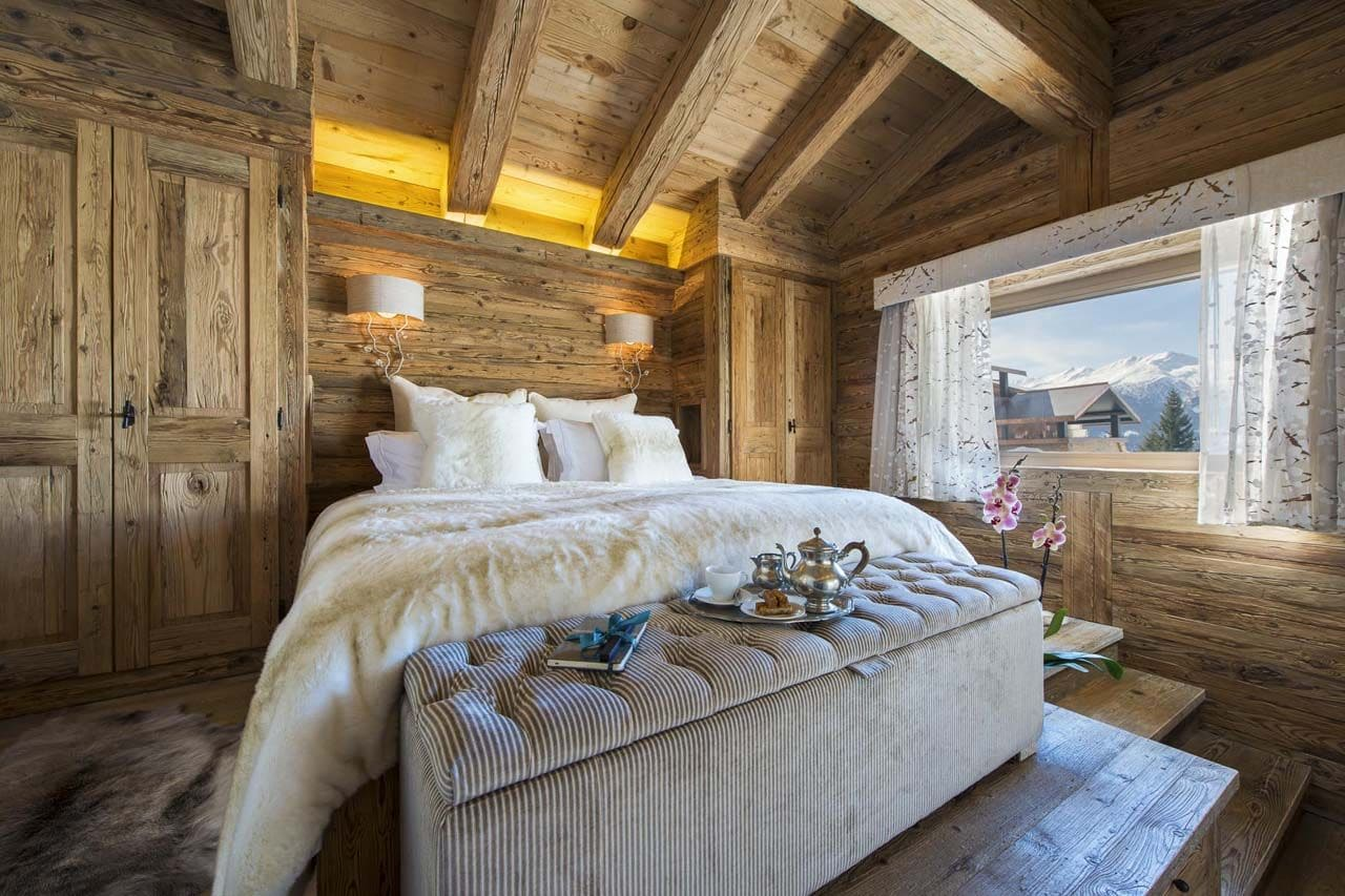 Decoraci n r stica de casa de campo madera construye hogar for Diseno de habitacion principal pequena