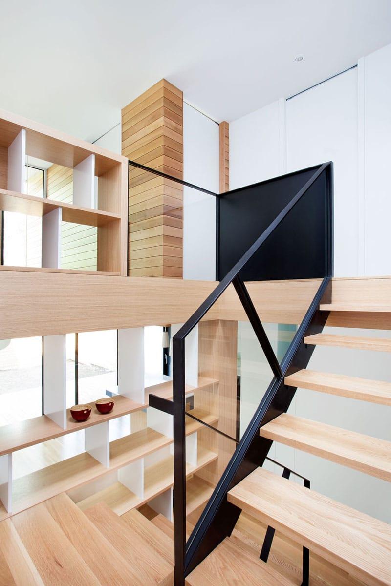 Remodelaci n de casa peque a de dos plantas construye hogar - Estanterias pequenas de madera ...