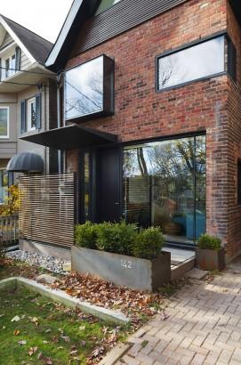 Diseño de fachada moderna con ladrillo caravista