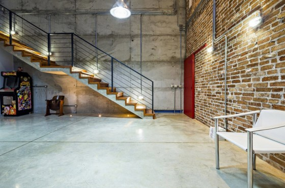 Diseño de interiores estilo industrial de casa de dos pisos