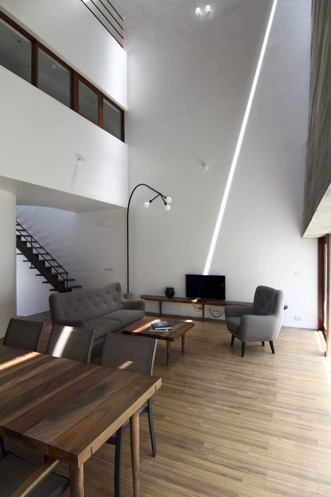 Planos de casa de tres plantas peque a construye hogar for Decoracion de techos de salas