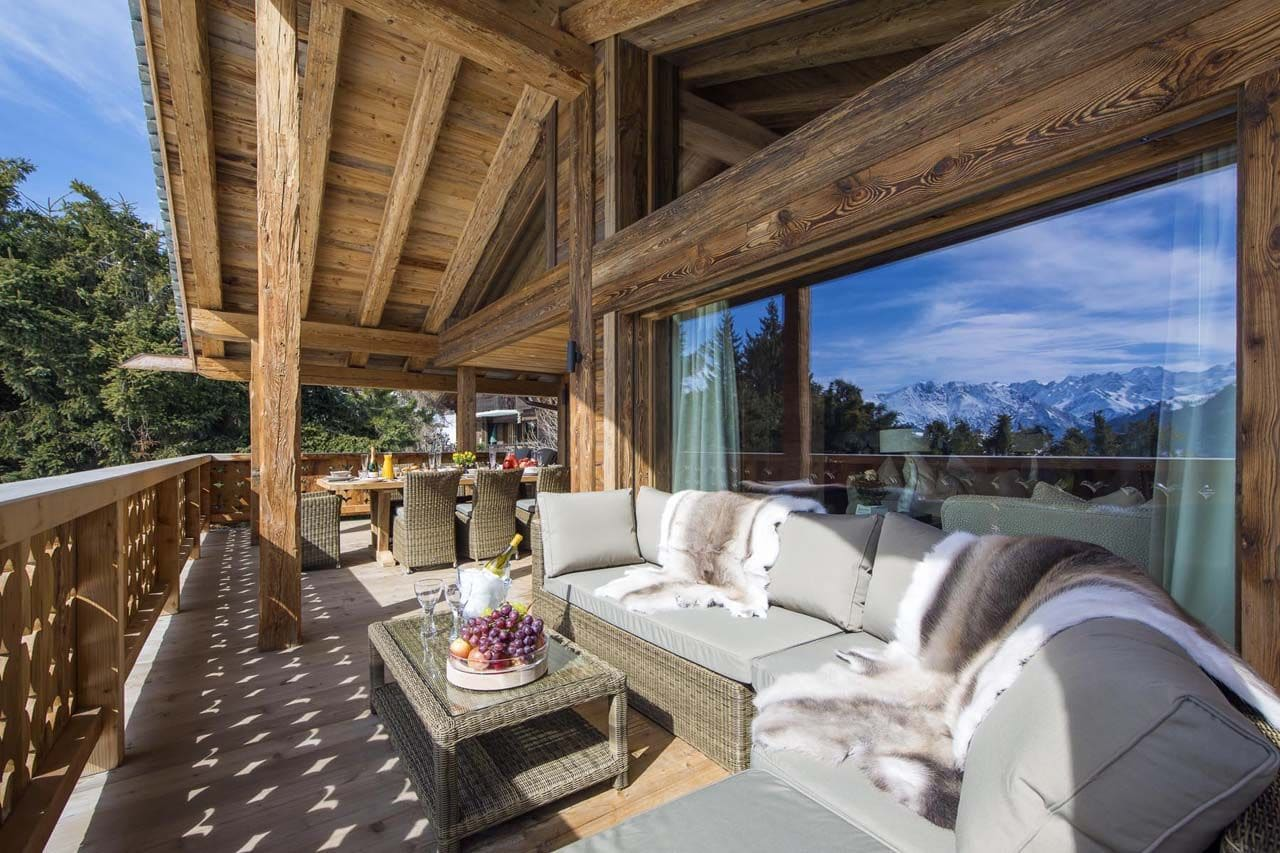 Decoraci n r stica de casa de campo madera construye hogar for Fachadas de terrazas rusticas