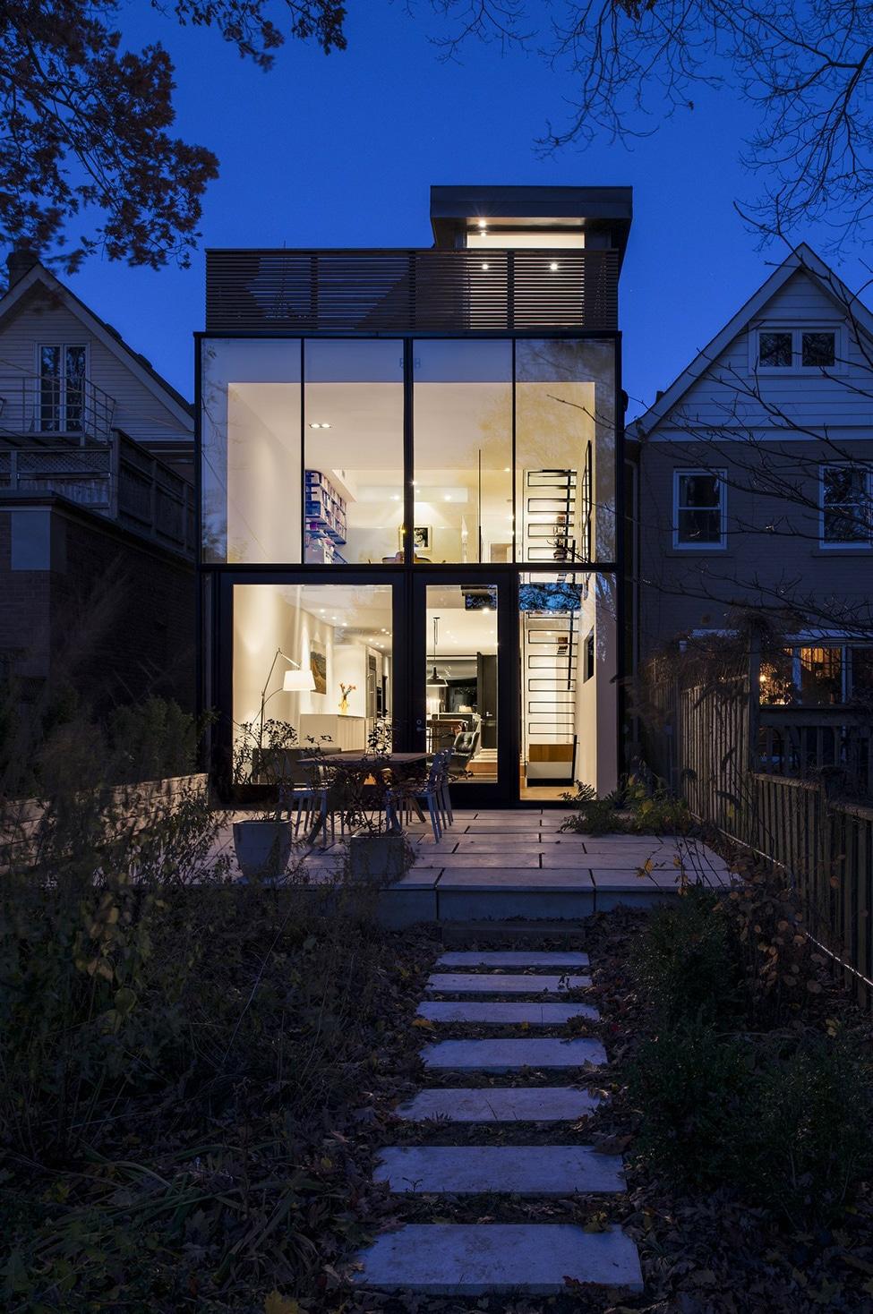 Planos de casa angosta y larga construye hogar for Ventanas para fachadas de casas modernas