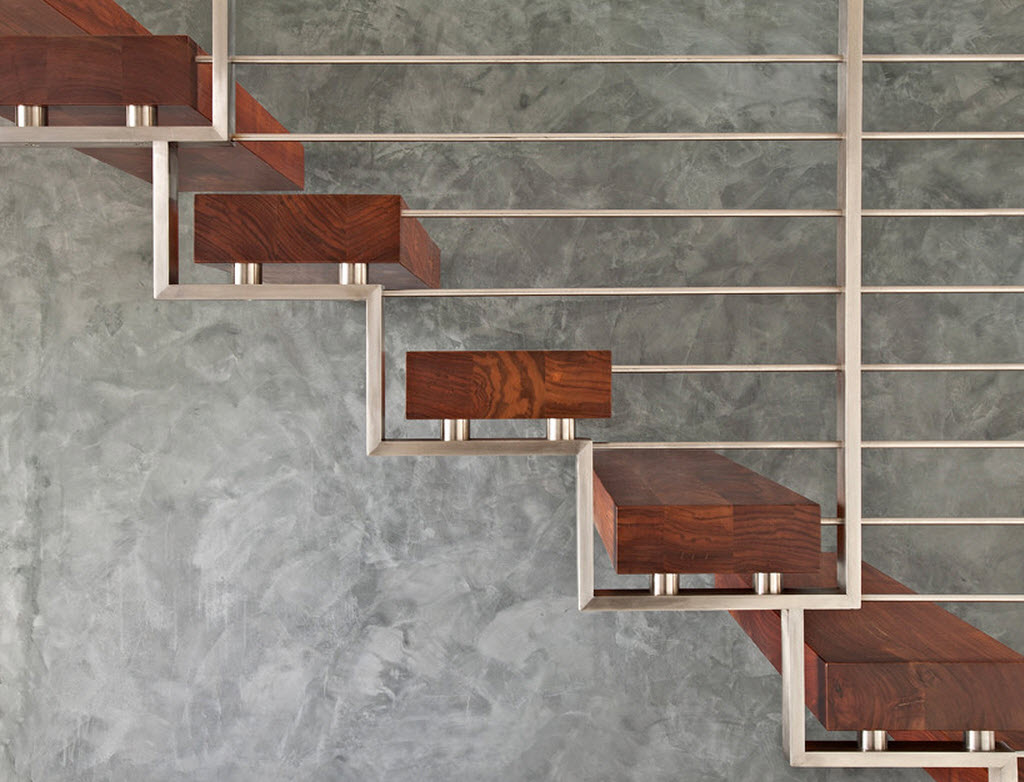 Barandas de acero inoxidable y pelda os de madera de for Modelos de escaleras exteriores para casas