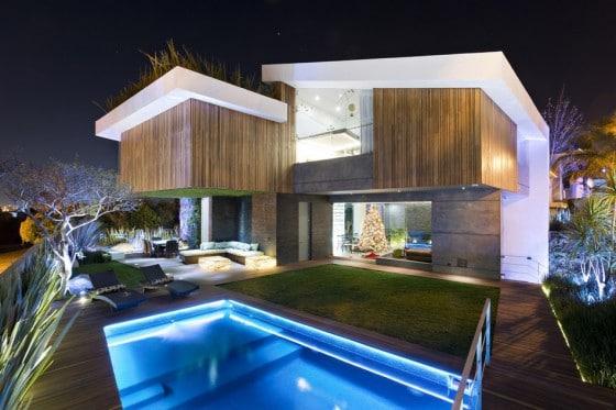 Diseño de casa grande y moderna con piscina