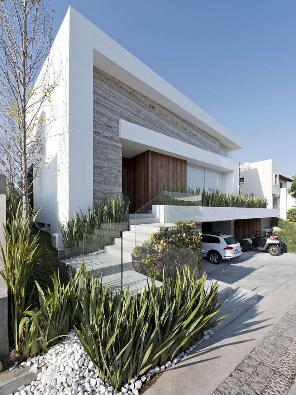fachada moderna de casa con stano
