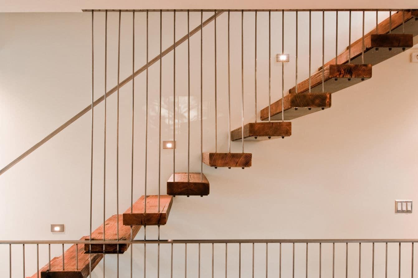 Planos de casa de dos pisos moderna construye hogar for Escaleras para tres pisos