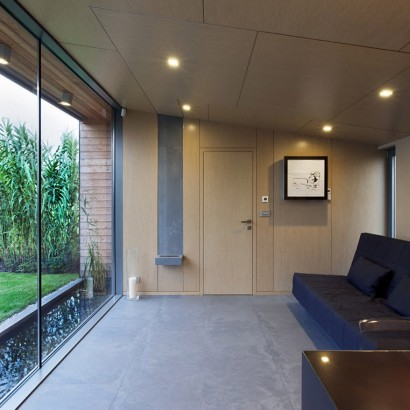 Diseño de sala pequeña de cabaña moderna