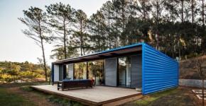 Fachada de casa construida con contenedor