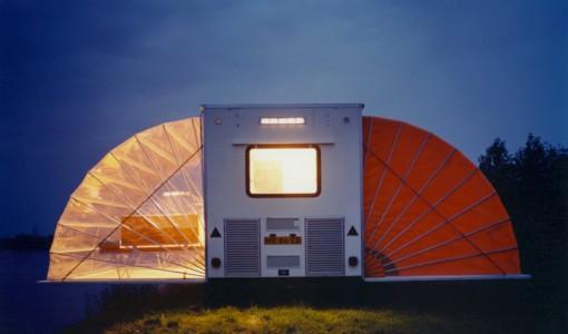 Diseño de casa rodante por la noche