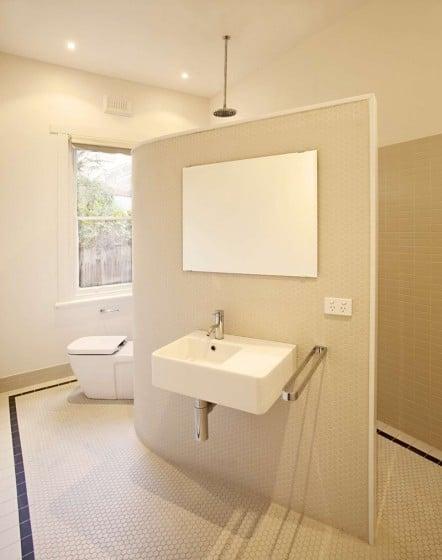 Diseño de cuarto de baño sencillo y elegante