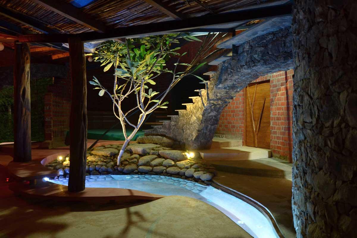 Dise o de casa org nica r stica con planos construye hogar for Fotos de escaleras rusticas