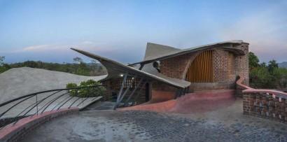 Diseño de fachada de casa rústica orgánica