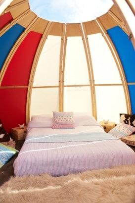 Dormitorio dentro de casa camping
