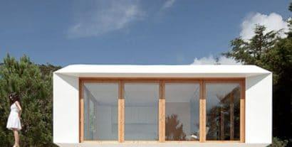 Fachada de casa pequeña y moderna