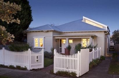 Fachada principal de casa estilo clásico
