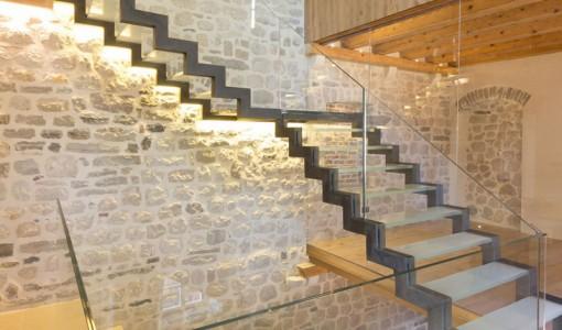 diseo de casa de piedra construccin de tres pisos combina lo antiguo y moderno