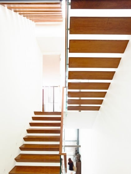 Planos de casa angosta y larga tres pisos construye hogar - Escaleras con peldanos de madera ...