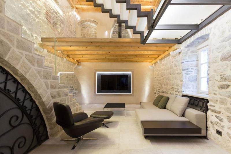 Dise o de casa de piedra con planos construye hogar for Fausses poutres pour plafond