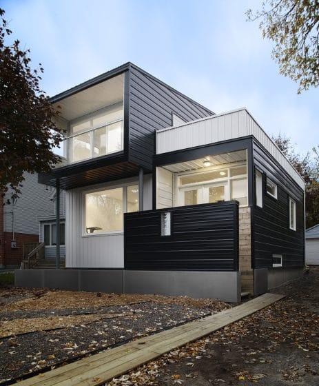 Fachada de moderna de dos pisos