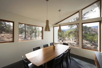 Diseño de comedor moderno de casa de campo