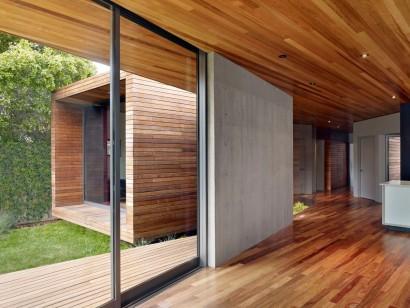 Detalles de interior de casa de madera y concreto