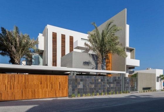 Diseño de casa moderna de tres plantas grande