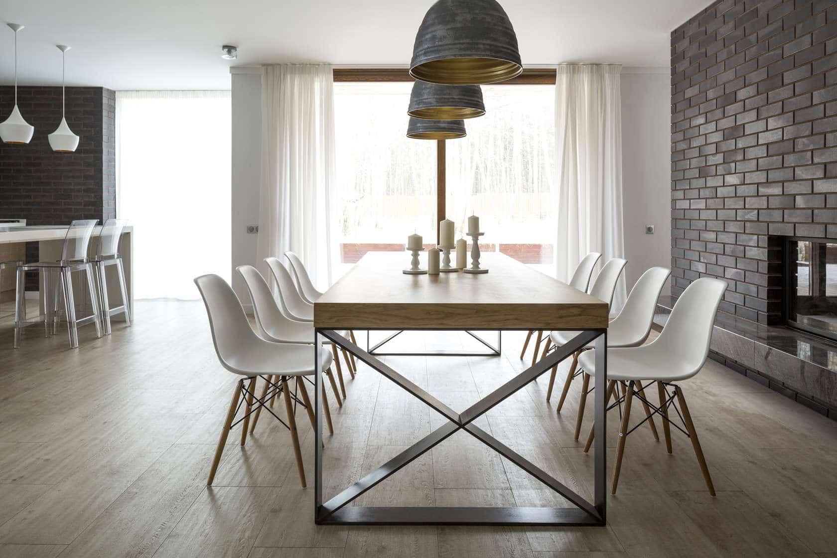 Dise o de casa de madera de dos pisos construye hogar for Sillas blancas para comedor