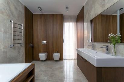 Diseño de cuarto de baño de casa de maddera