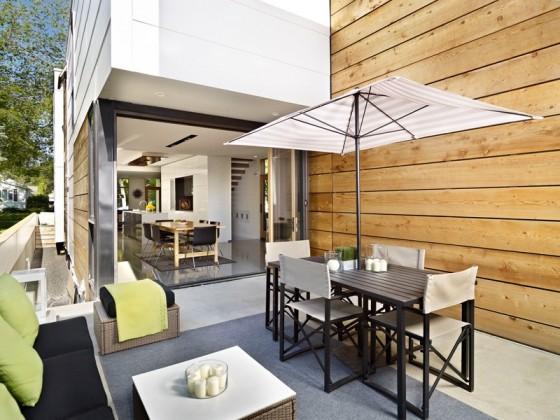 Diseño de terraza pequeña y acogedora