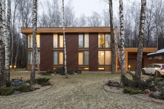 Fachada casa de campo de madera