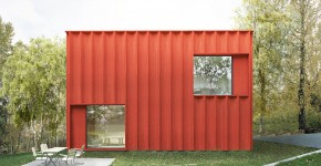 Fachada de casa pequeña cuadrada color ocre